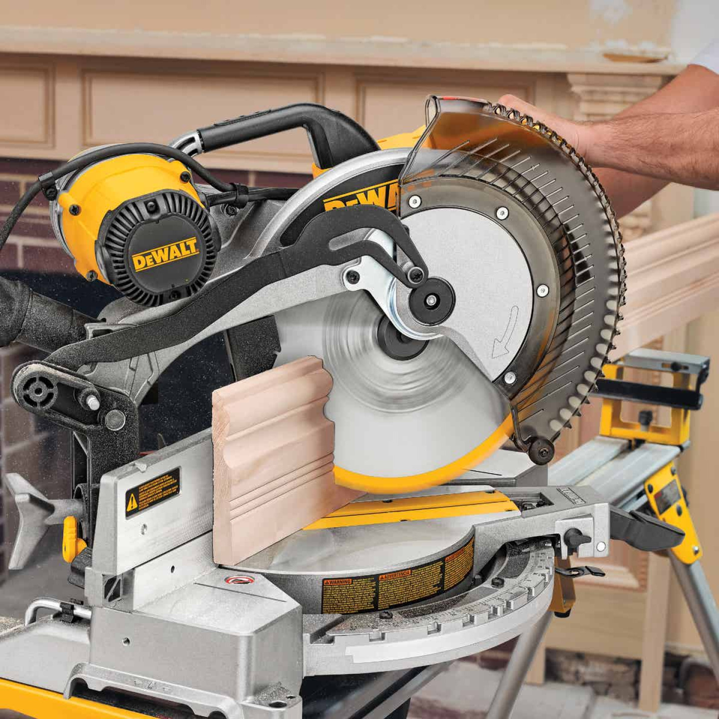 DeWalt 12 In. 15-Amp Dual-Bevel Compound Miter Saw Image 5