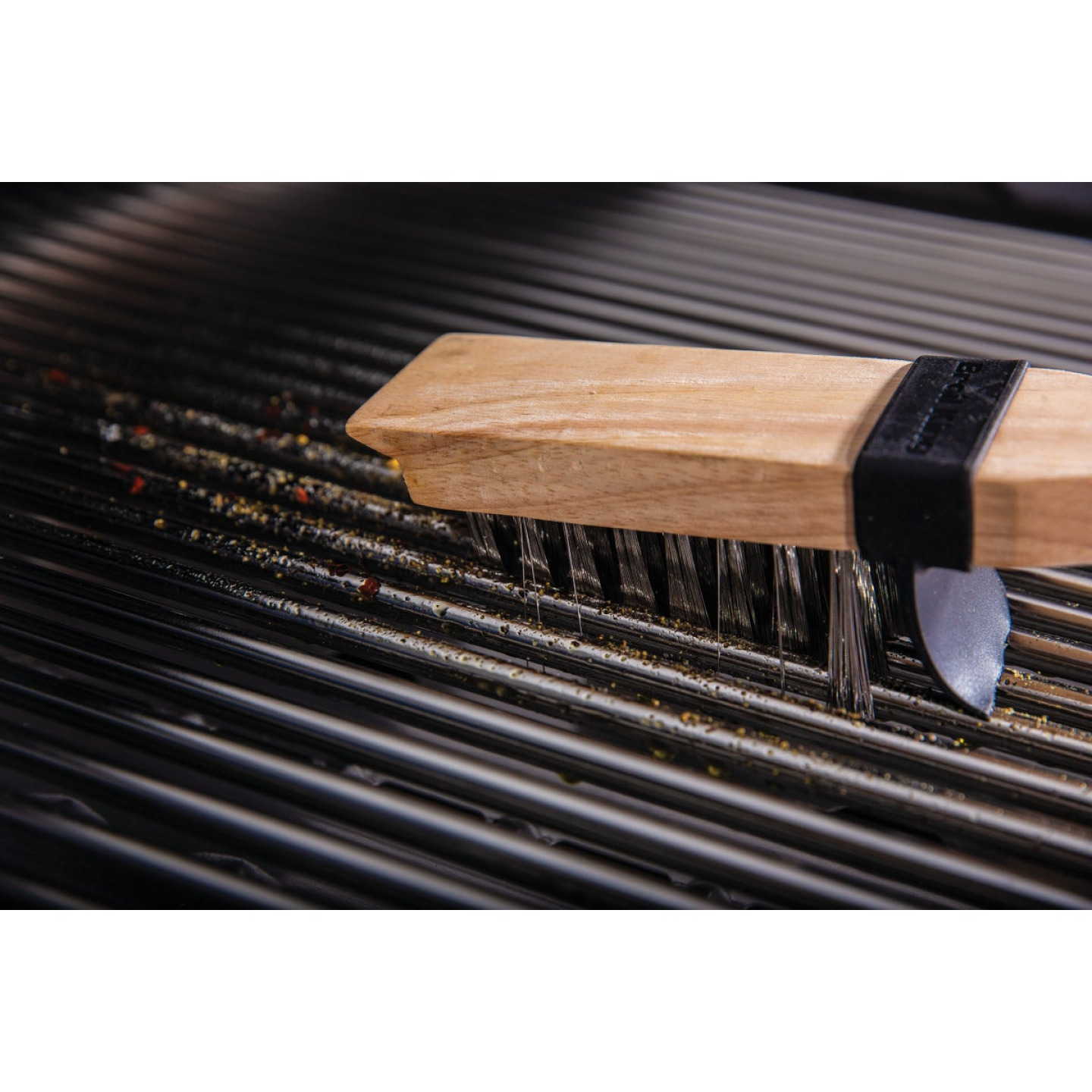 Broil King 21 In. Stainless Steel Bristles Heavy-Duty Grill Cleaning Brush Image 2